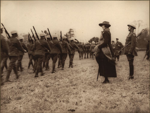 Les hommes du Princess Patricia Canadian Light Infantry d�filent devant la princesse Patricia, [ca. 1918]